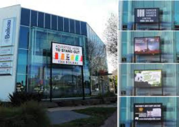 HD Outdoor Led Display Screen , LED Advertising Screen With Stee Cabinet / Wifi Control